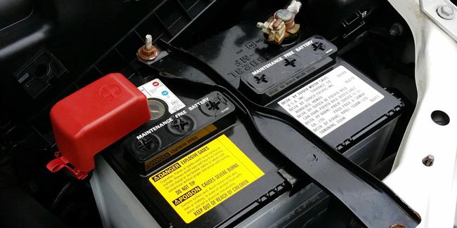 Placer la nouvelle batterie de voiture